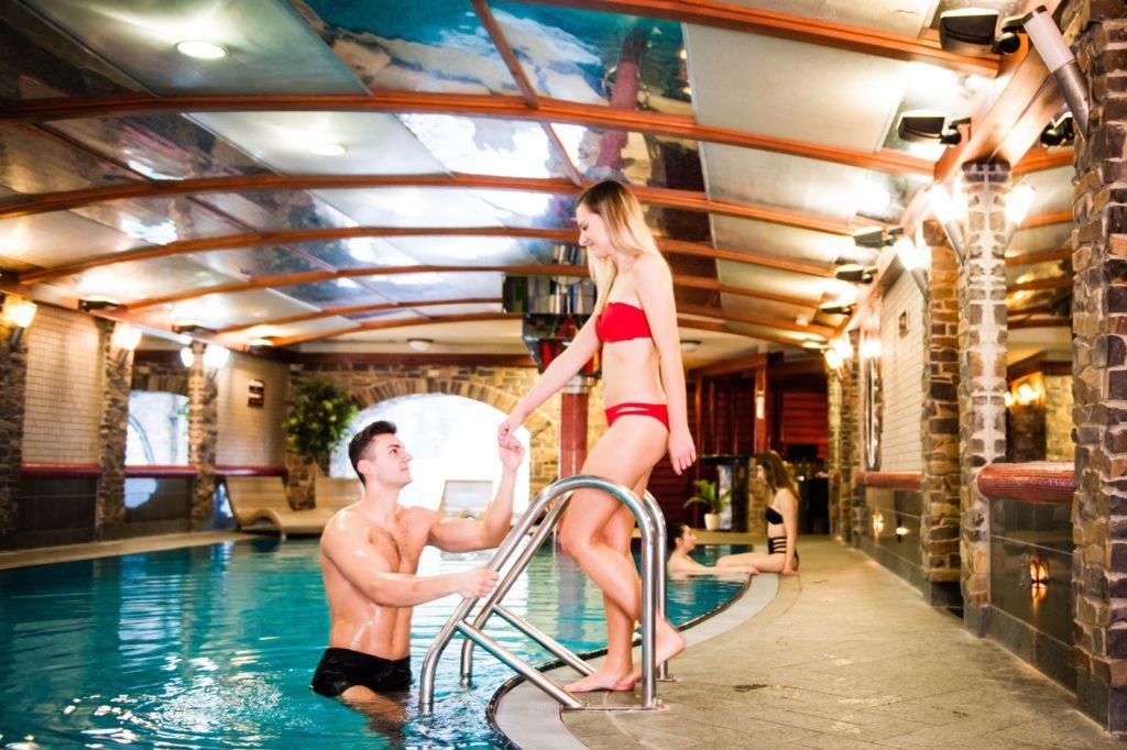 Bazén v Hoteli Áčko 10