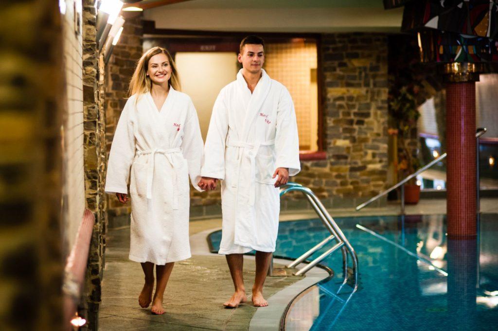 Bazén v Hoteli Áčko 11