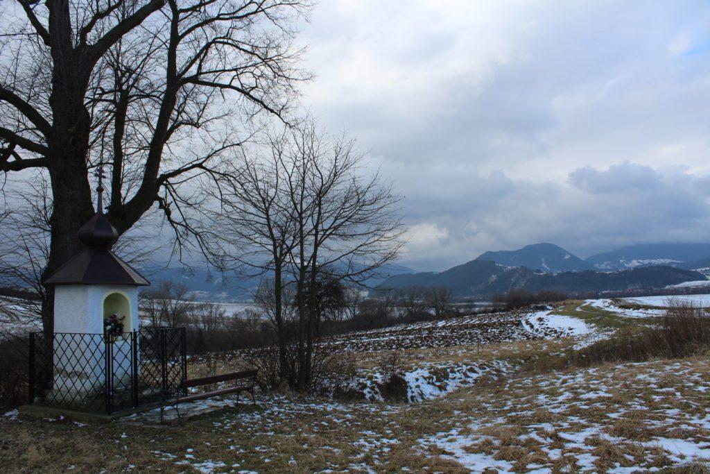 Kaplnka Liptovské Sliače - Nižný, nad vstupom do obce