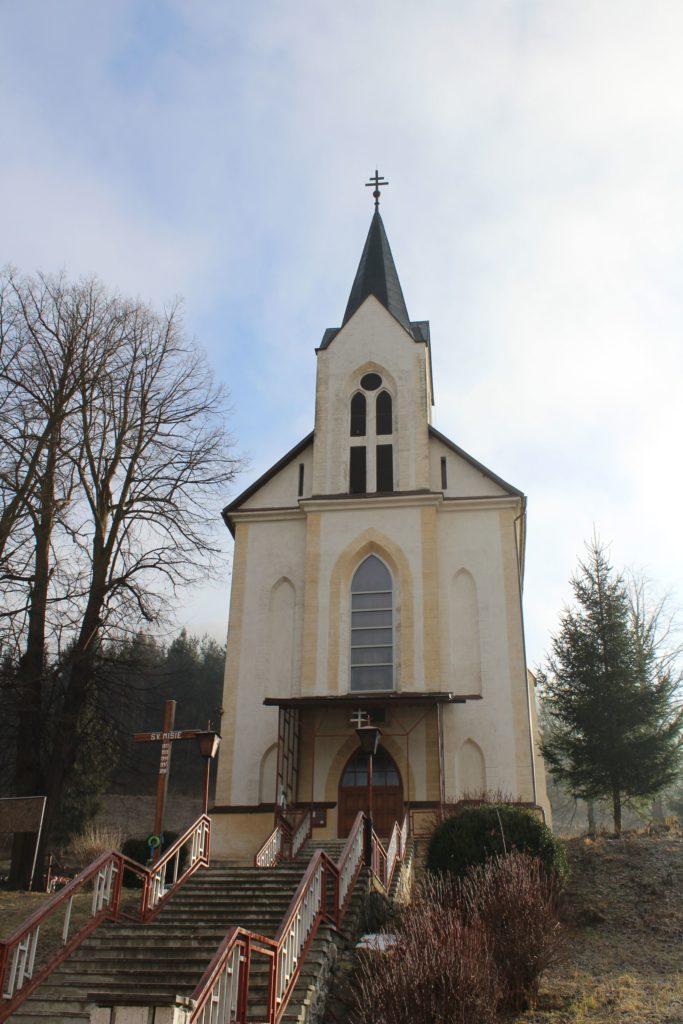 Kostol Nanebovzatia Panny Márie v Bielom Potoku