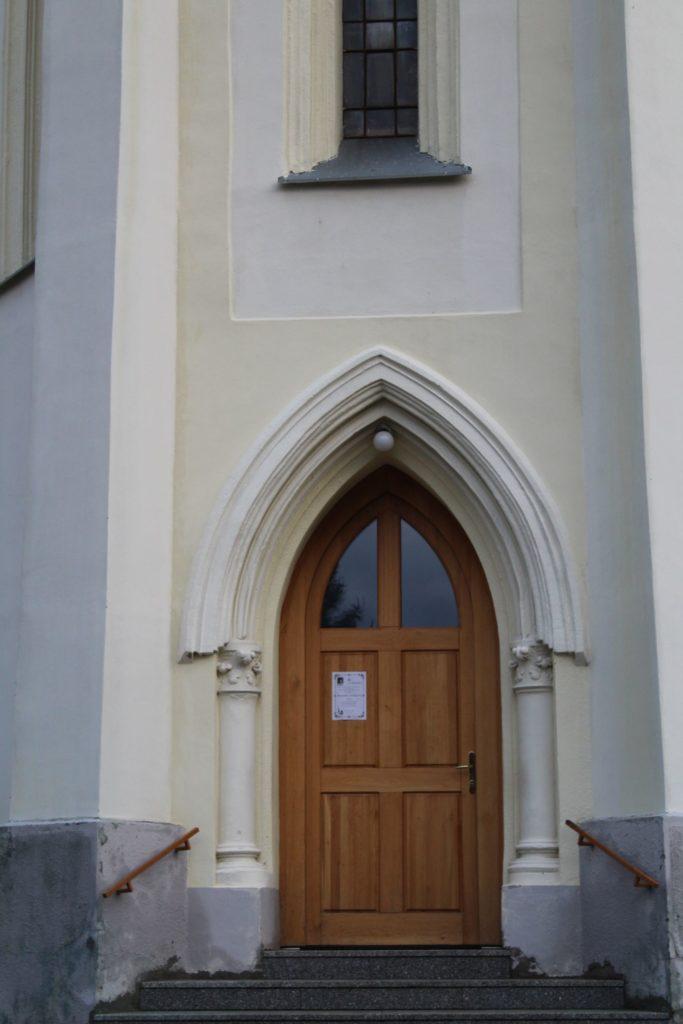 Kostol Panny Márie Ružencovej v Černovej 01