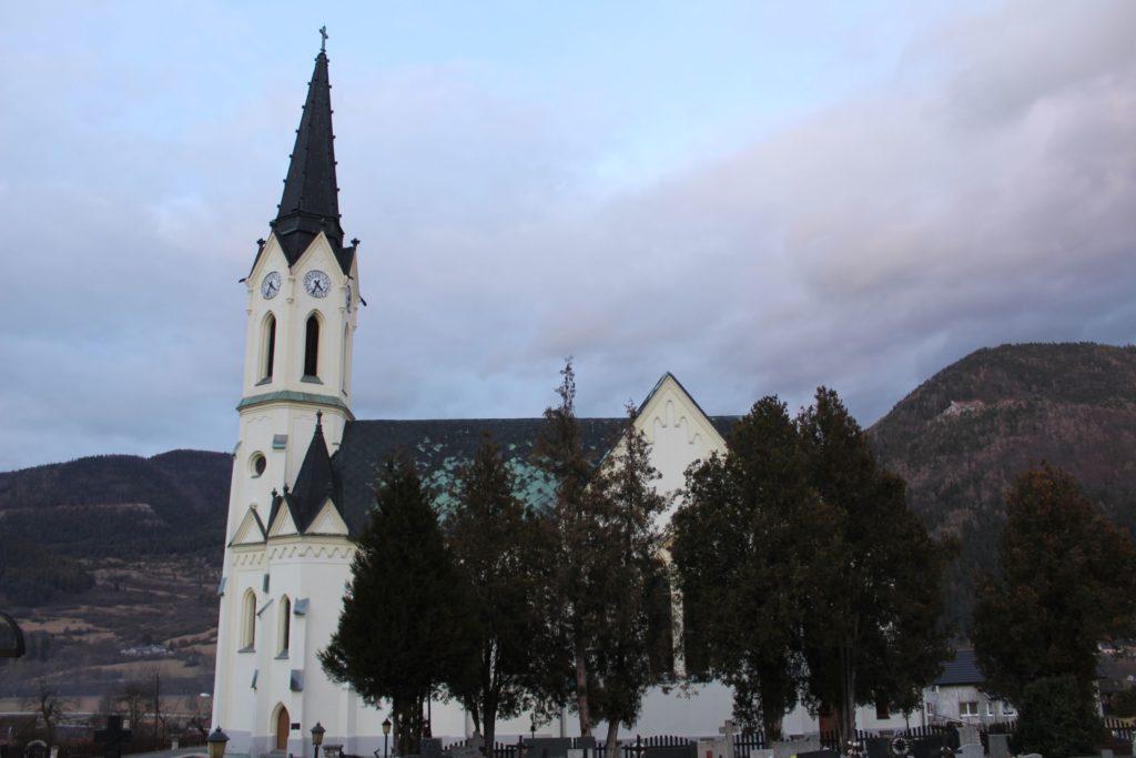 Kostol Panny Márie Ružencovej v Černovej 11