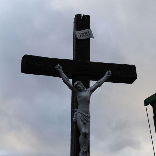 Kríž Černová, Zrázy