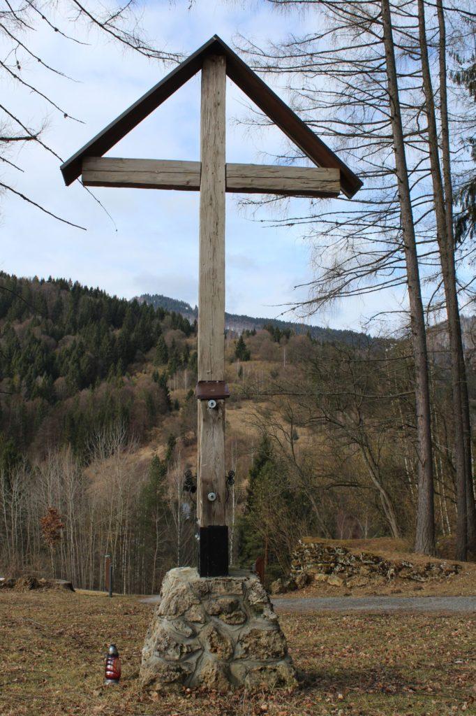 Kríž Biely Potok, Trlenská dolina Jezuitská zotavovňa 03