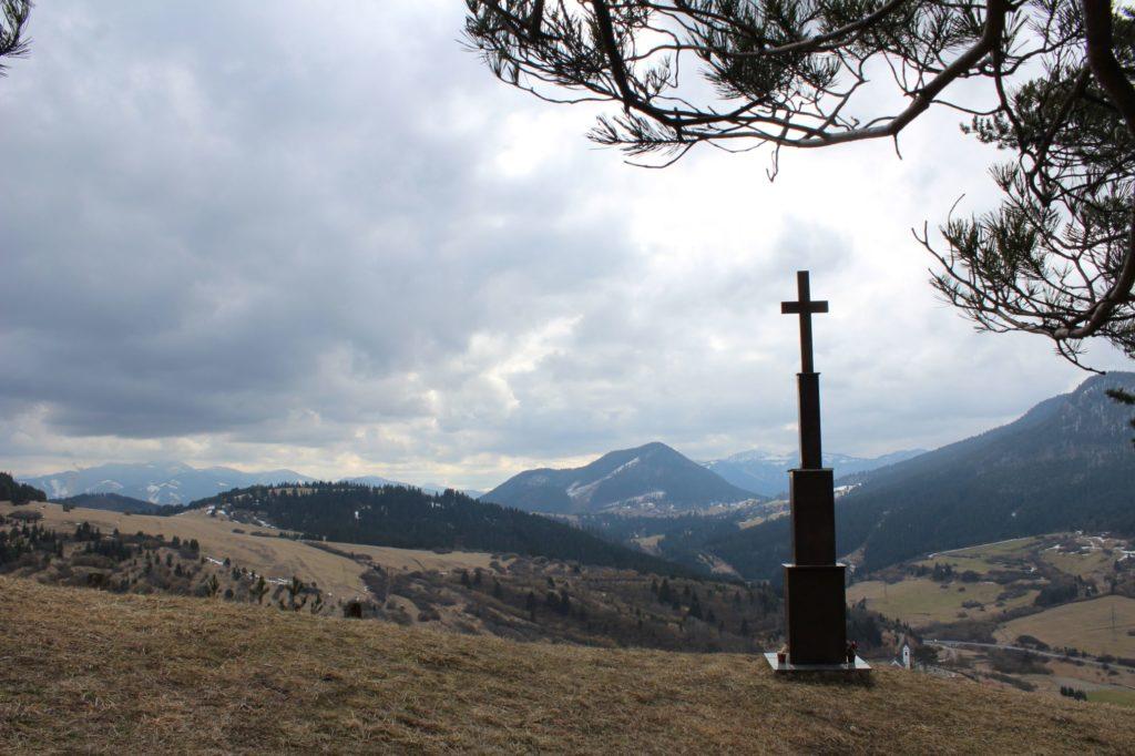Kríž Jána Pavla II. Valaská Dubová 02