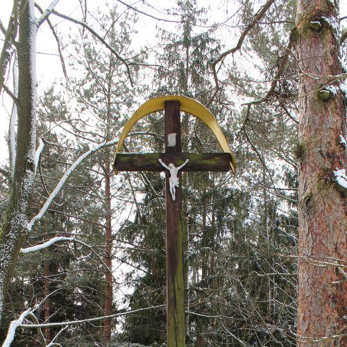 Kríž na Diele Hrboltová, pod hradiskom