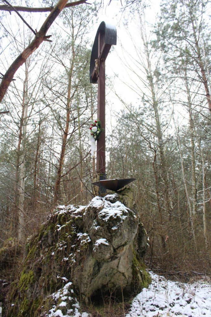 Kríž v lesoparku Hrboltová 01