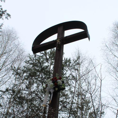 Kríž v lesoparku Hrboltová