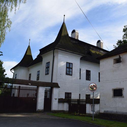 Mitošiny Manor House in Bešeňová