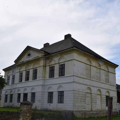 Manor House in Madočany