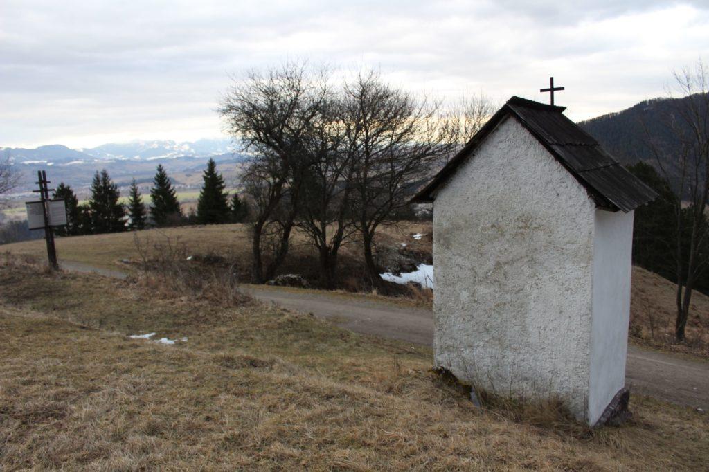 Kaplnka Vlkolínec, Pri Krkavej skale 06