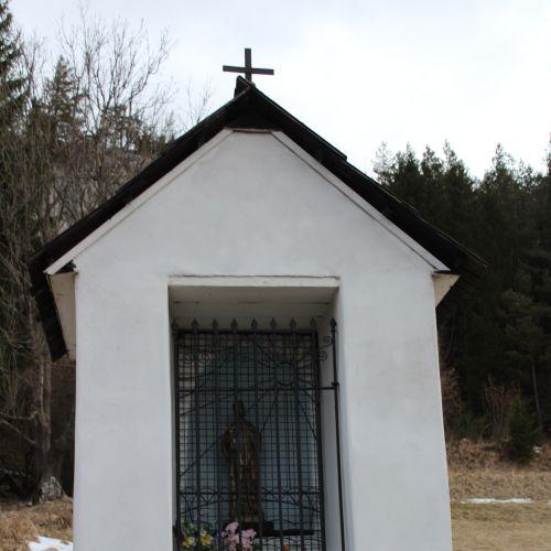 Vlkolínec Chapel, near Krkavá Skala (Krkava Rock)