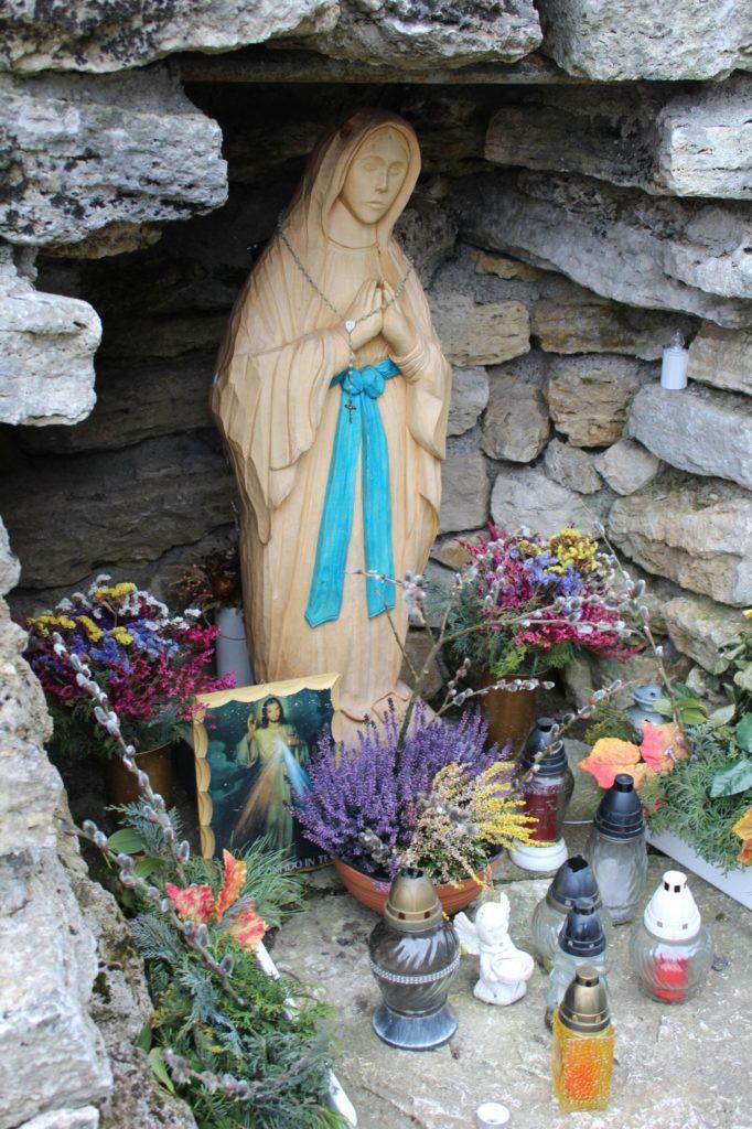 Kaplnka pri kostole Dvoch sŕdc Liptovské Sliače - Vyšný 06
