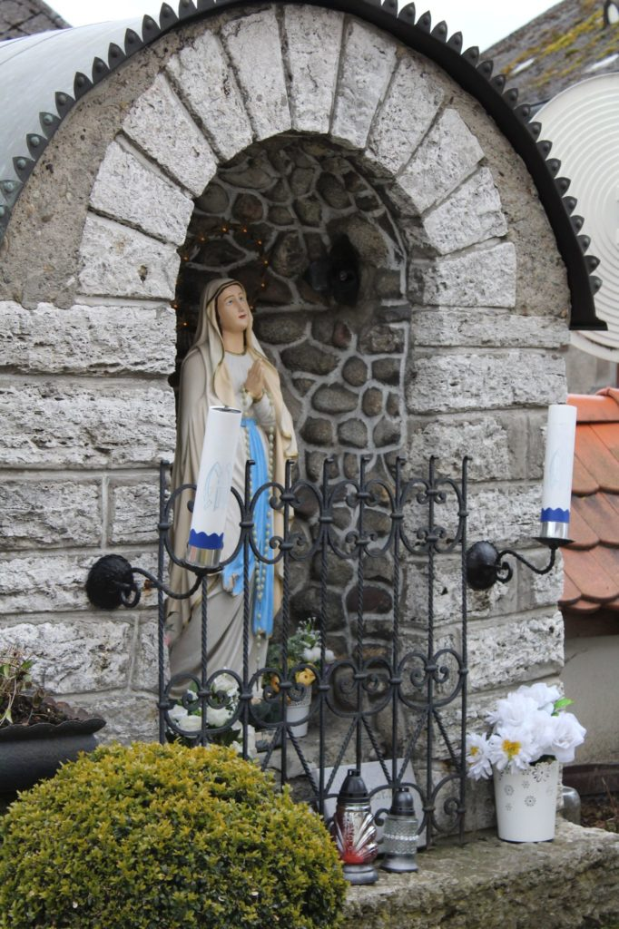 Kaplnka pri kostole sv. Šimona a Júdu Liptovské Sliače - Stredný 01