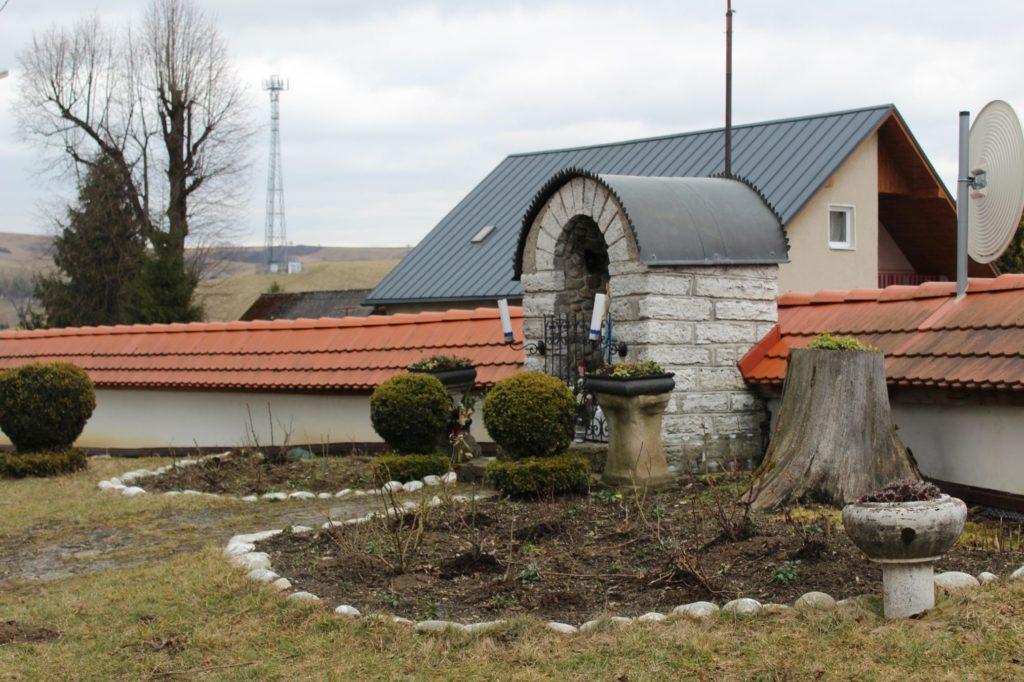 Kaplnka pri kostole sv. Šimona a Júdu Liptovské Sliače - Stredný 02