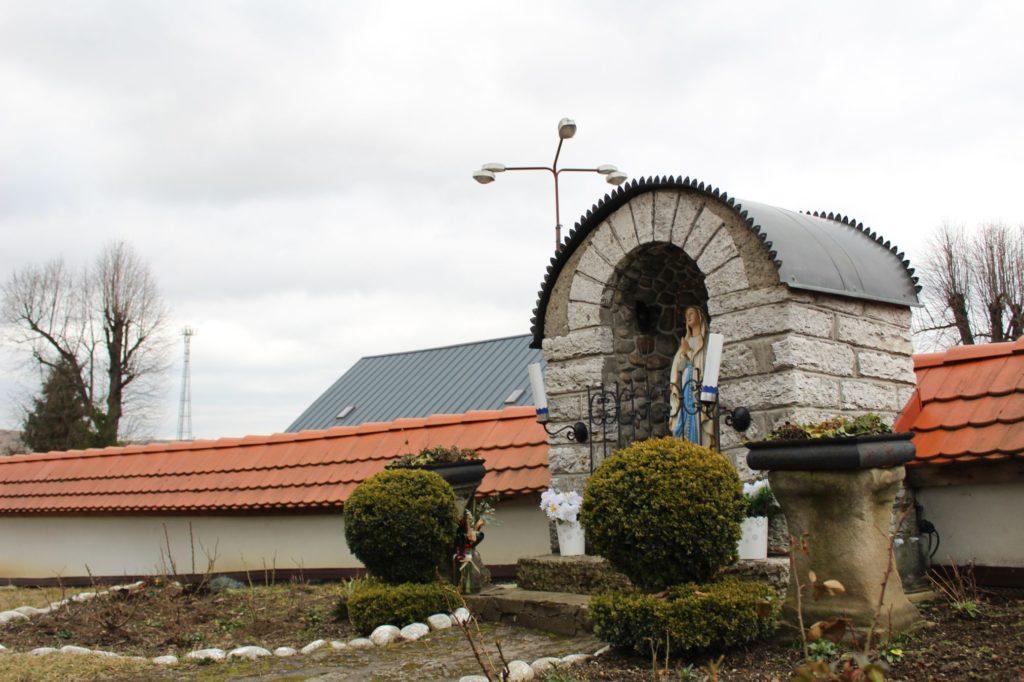 Kaplnka pri kostole sv. Šimona a Júdu Liptovské Sliače - Stredný 03