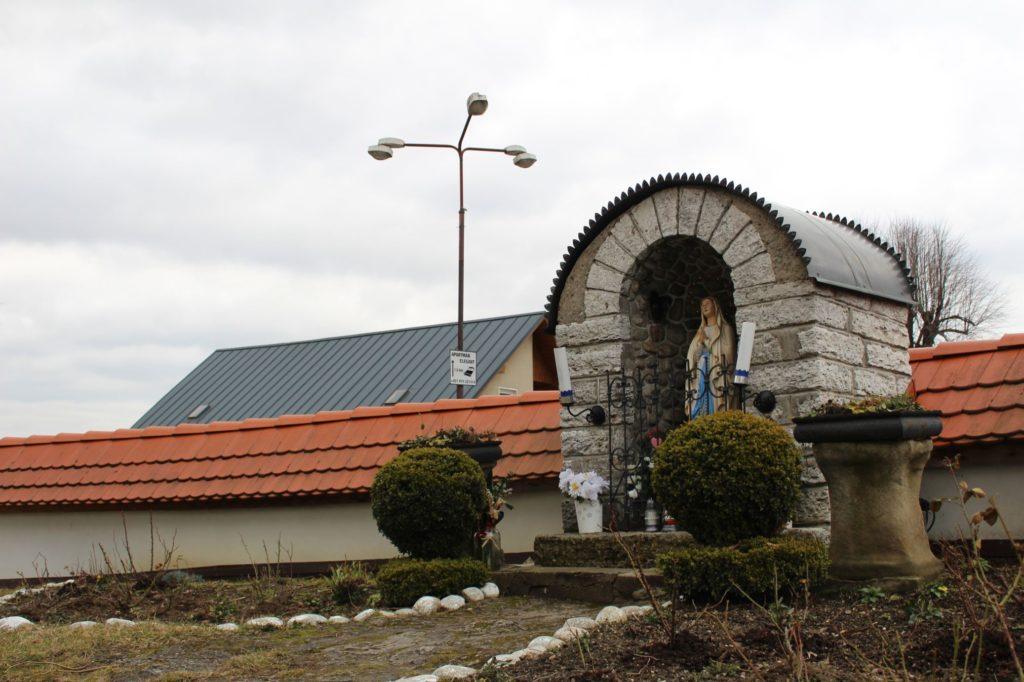 Kaplnka pri kostole sv. Šimona a Júdu Liptovské Sliače - Stredný 04