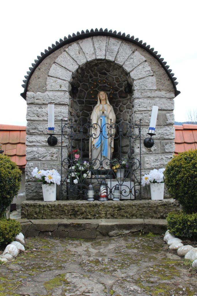 Kaplnka pri kostole sv. Šimona a Júdu Liptovské Sliače - Stredný 05
