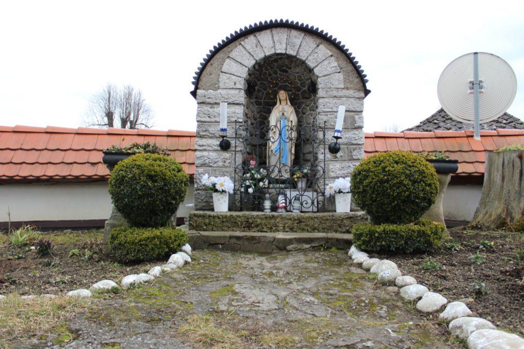 Kaplnka pri kostole sv. Šimona a Júdu Liptovské Sliače - Stredný 06