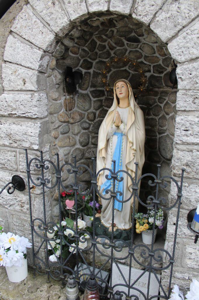 Kaplnka pri kostole sv. Šimona a Júdu Liptovské Sliače - Stredný 07