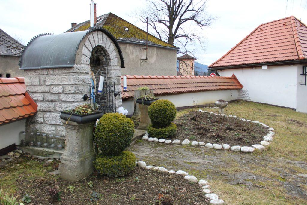 Kaplnka pri kostole sv. Šimona a Júdu Liptovské Sliače - Stredný 08
