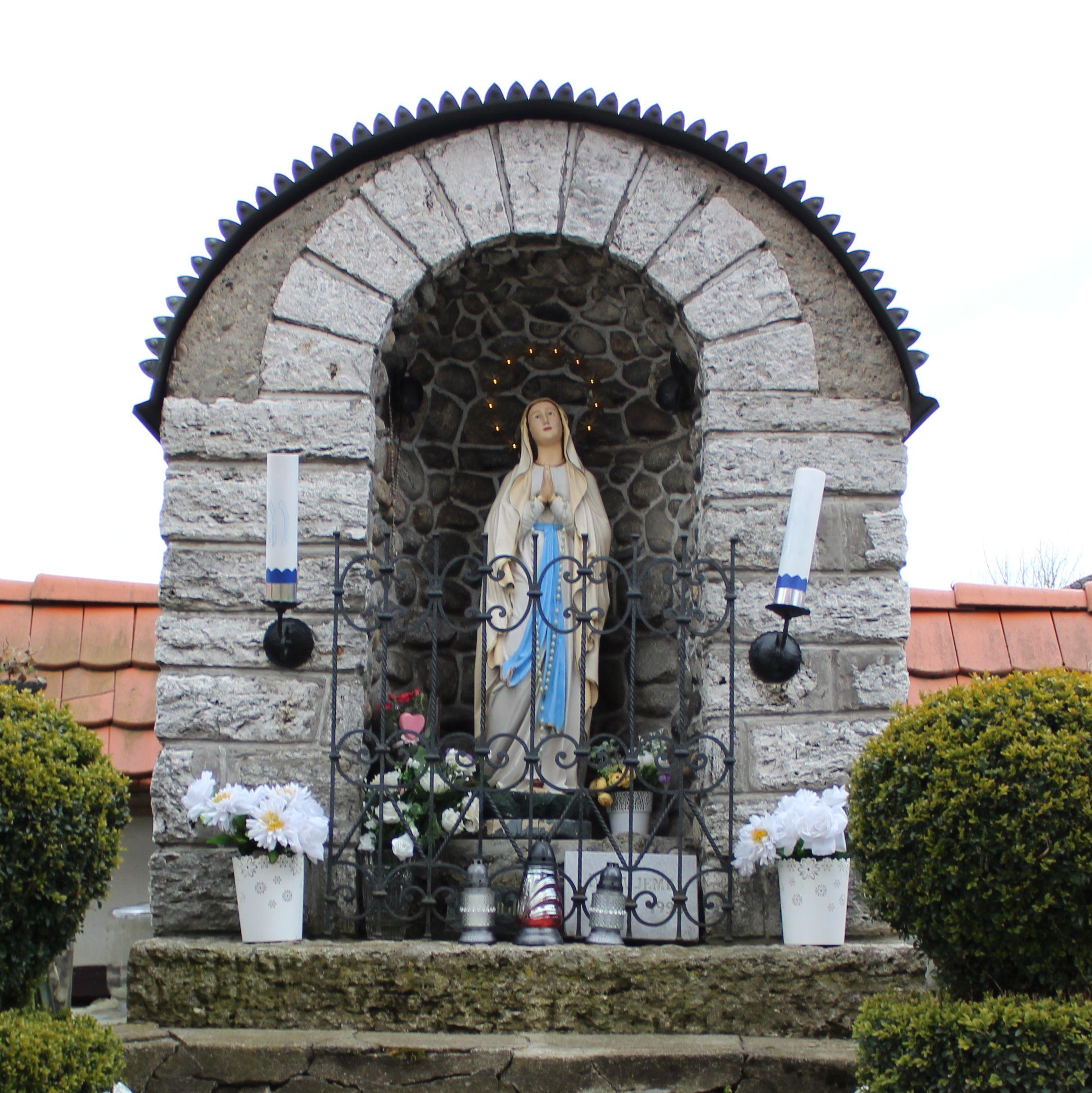 Kaplnka pri kostole sv. Šimona a Júdu Liptovské Sliače – Stredný