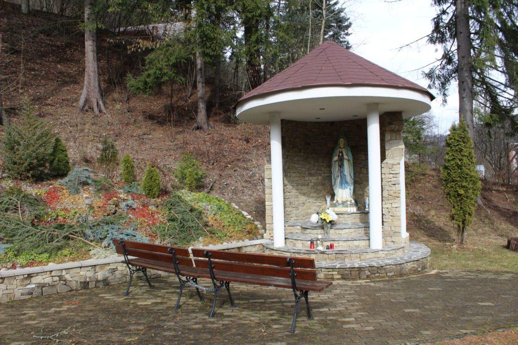 Kaplnka pri kostole sv. Cyrila a Metoda Ľubochňa 02