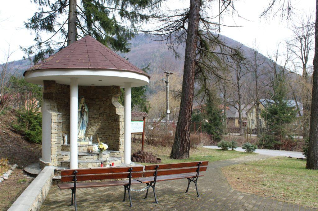Kaplnka pri kostole sv. Cyrila a Metoda Ľubochňa 05