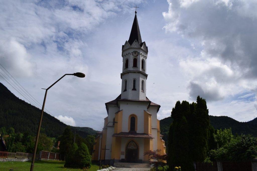 Kostol Božského srdca Ježišovho v Stankovanoch 01
