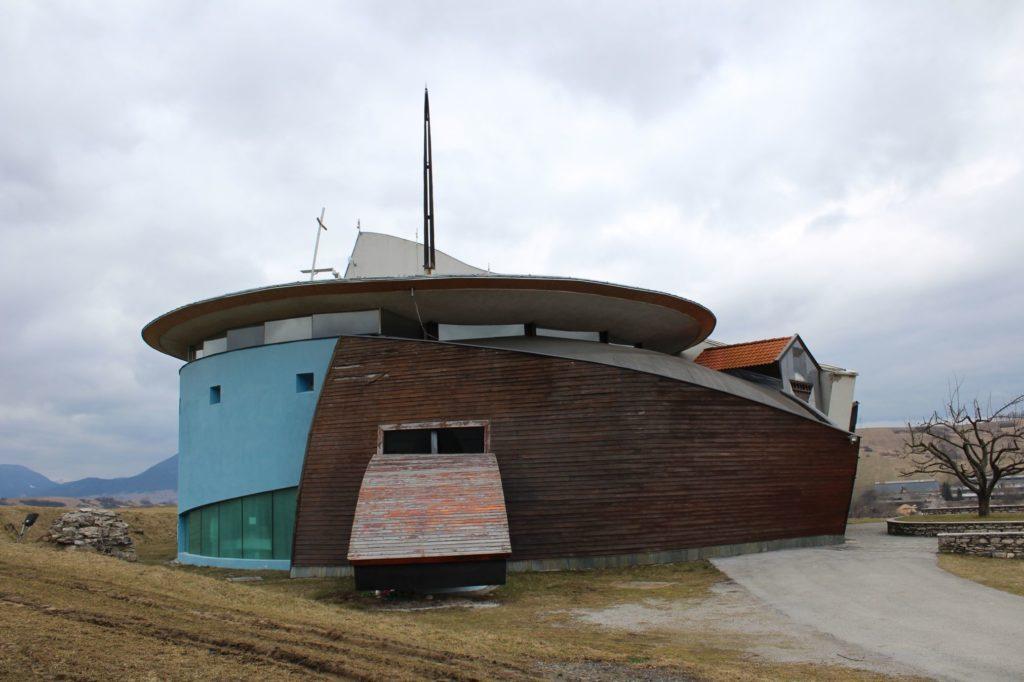 Kostol Dvoch sŕdc v Liptovských Sliačoch 08