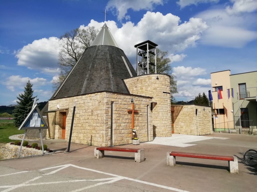 Kostol Najsvätejšej trojice v Bešeňovej 01