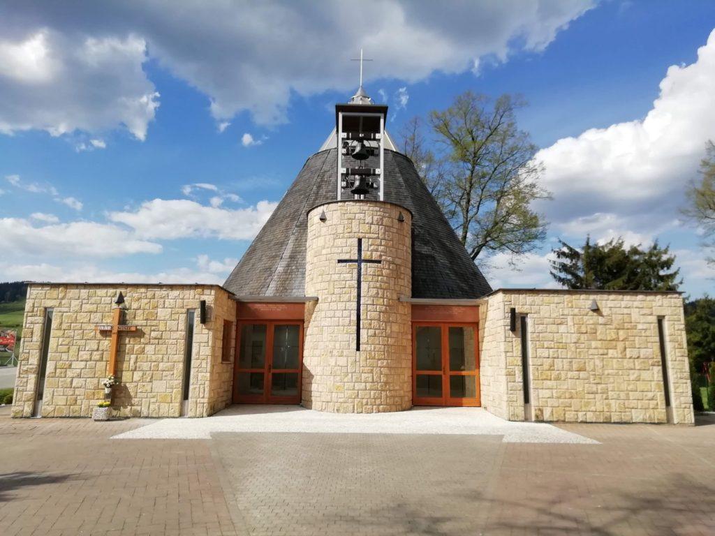 Kostol Najsvätejšej trojice v Bešeňovej 02