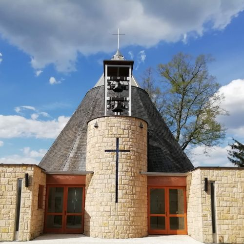 Kostol Najsvätejšej trojice v Bešeňovej