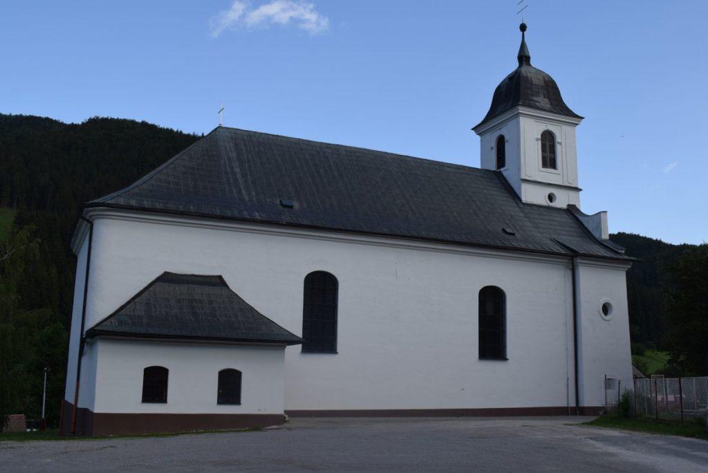 Kostol Obetovania Pána v Liptovských Revúcach 01