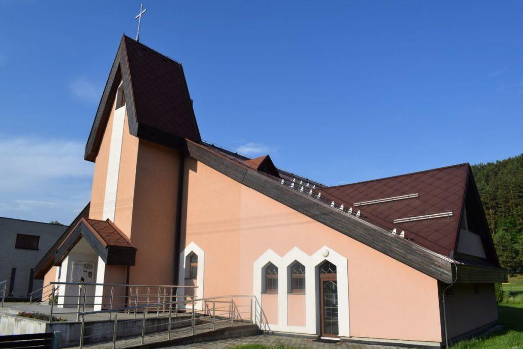 Kostol Svätej rodiny v Štiavničke 01