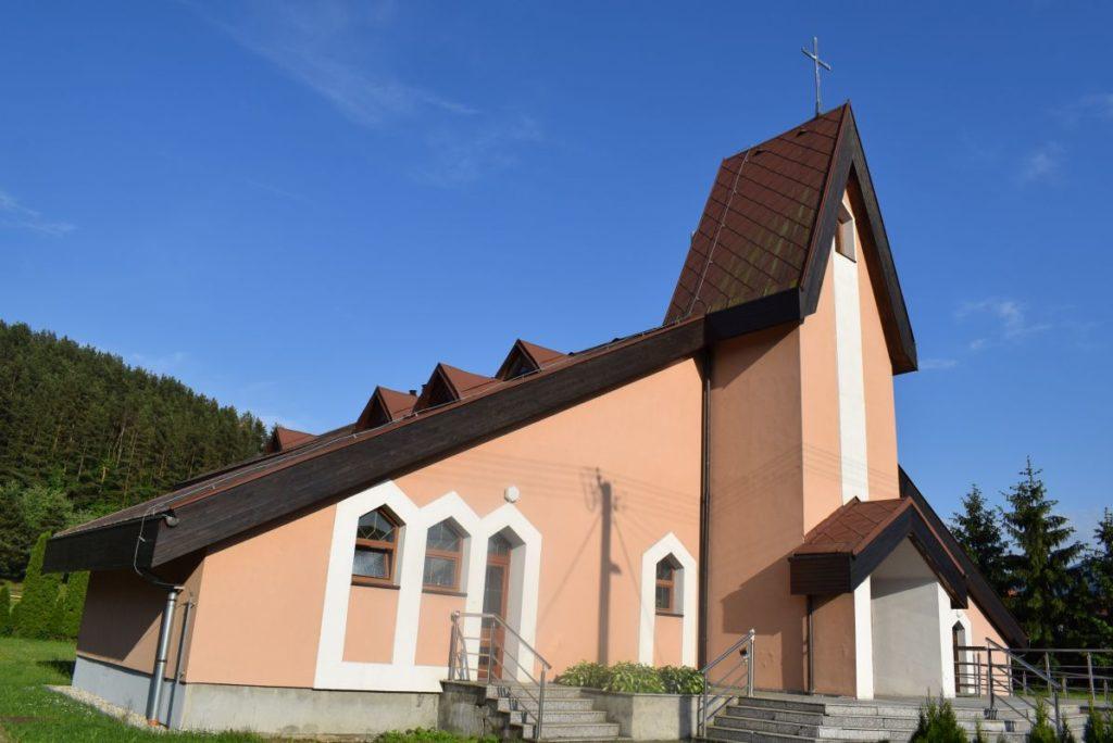 Kostol Svätej rodiny v Štiavničke 04