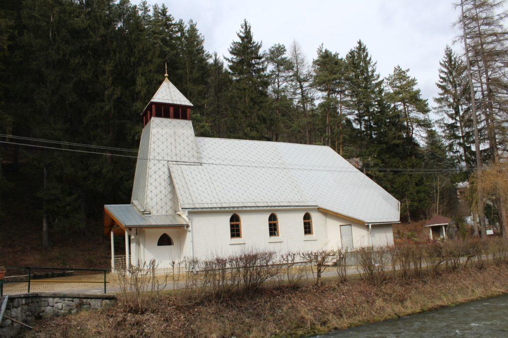 Kostol sv. Cyrila a Metoda v Ľubochni 10