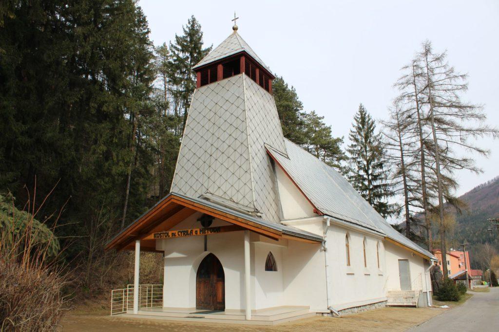 Kostol sv. Cyrila a Metoda v Ľubochni 12
