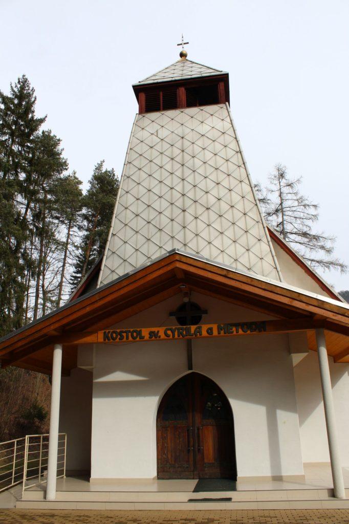 Kostol sv. Cyrila a Metoda v Ľubochni 15