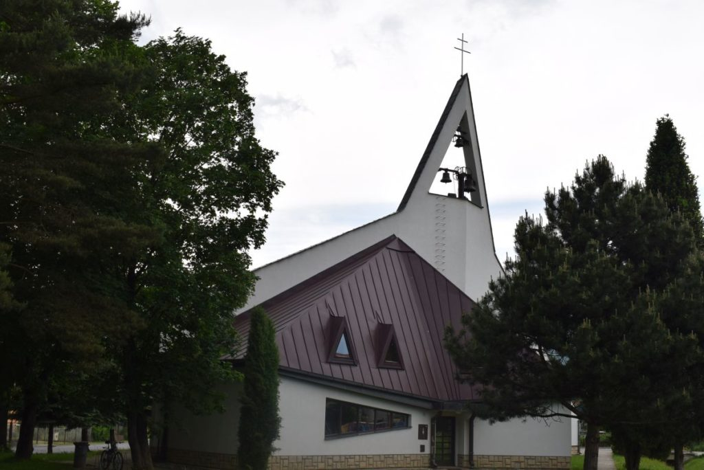 Kostol sv. Cyrila a Metoda v Ivachnovej 01