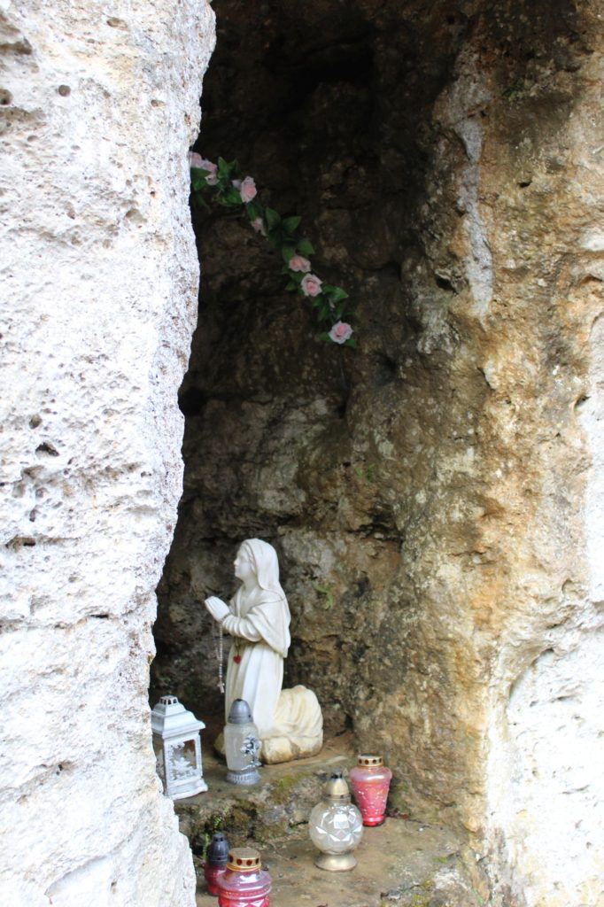 Lurdská jaskyňa Biely Potok, Trlenská dolina Jezuitská zotavovňa 01
