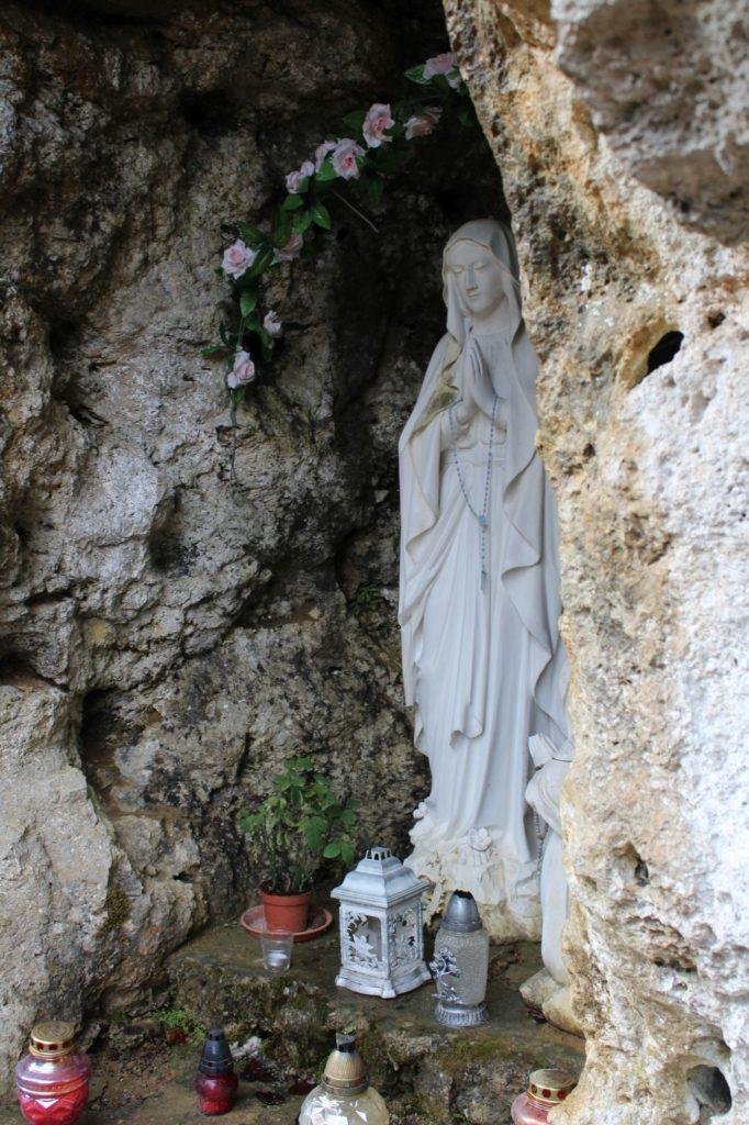 Lurdská jaskyňa Biely Potok, Trlenská dolina Jezuitská zotavovňa 02