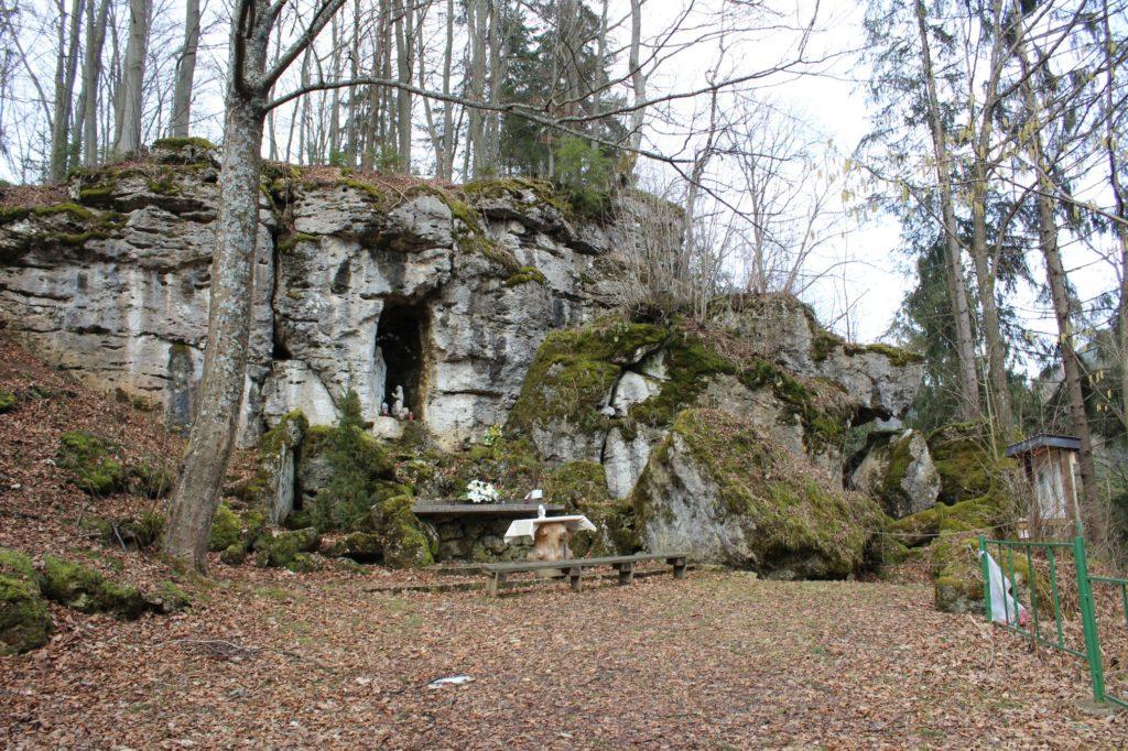Lurdská jaskyňa Biely Potok, Trlenská dolina Jezuitská zotavovňa 05