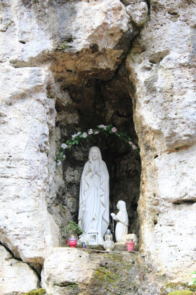Lurdská jaskyňa Biely Potok, Trlenská dolina Jezuitská zotavovňa 06