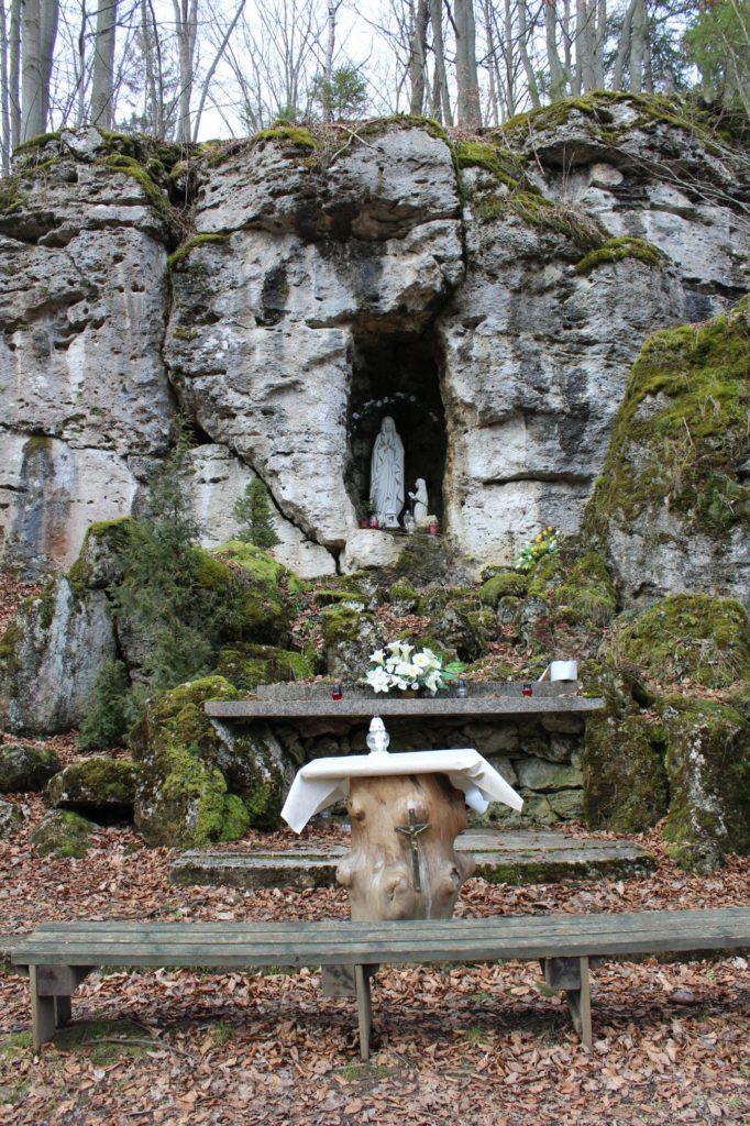 Lurdská jaskyňa Biely Potok, Trlenská dolina Jezuitská zotavovňa 07