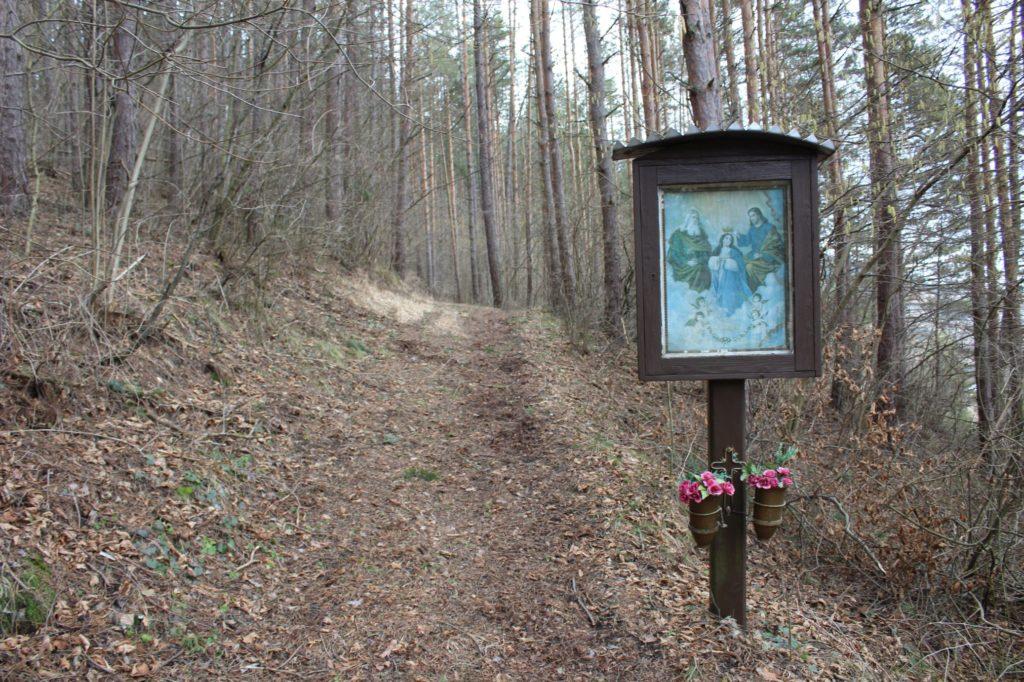 Zastavenie Valaská Dubová, pri krížovej ceste 03