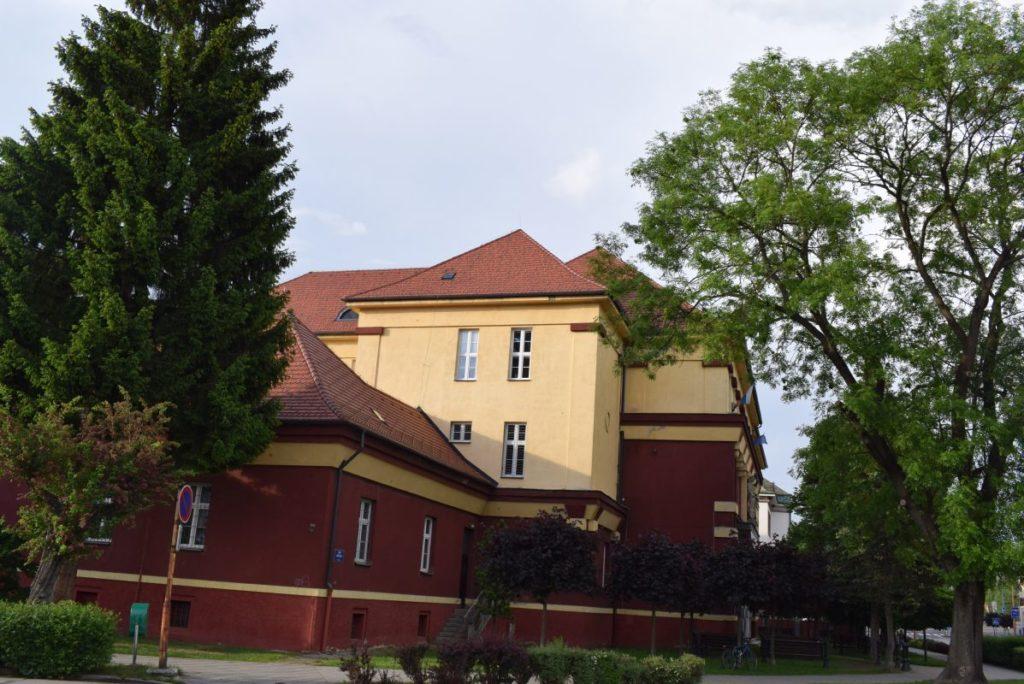 Škola na Dončovej ulici 01
