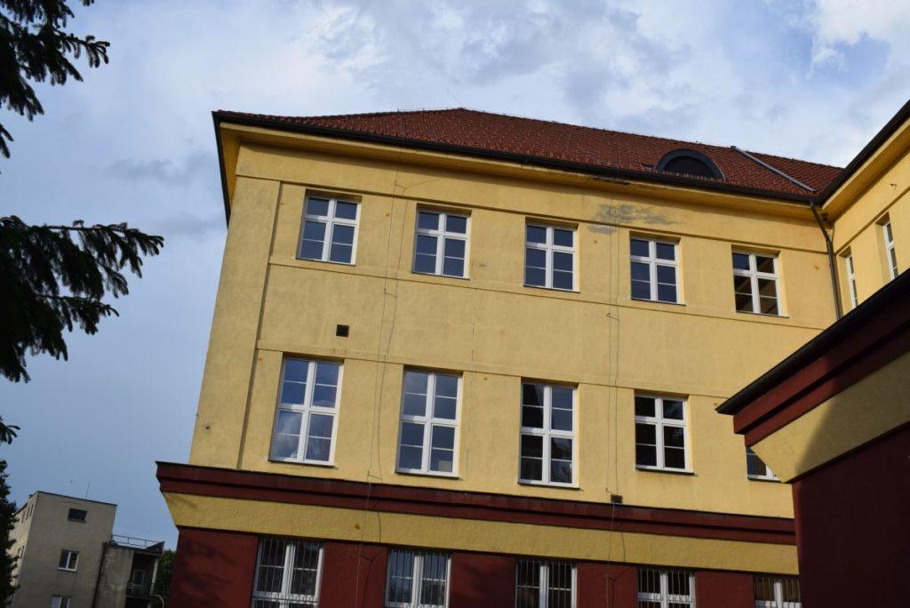 Škola na Dončovej ulici 02