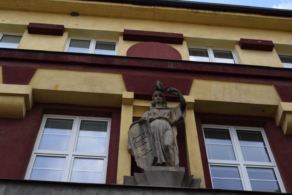Škola na Dončovej ulici 03