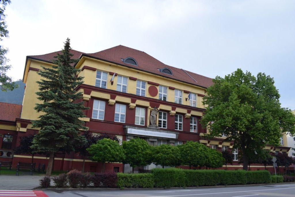 Škola na Dončovej ulici 04
